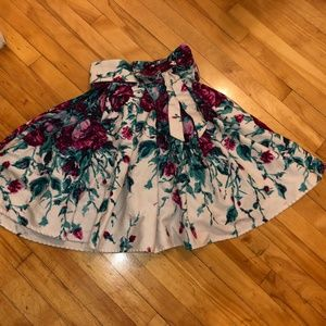Pinup Couture beautiful skirt
